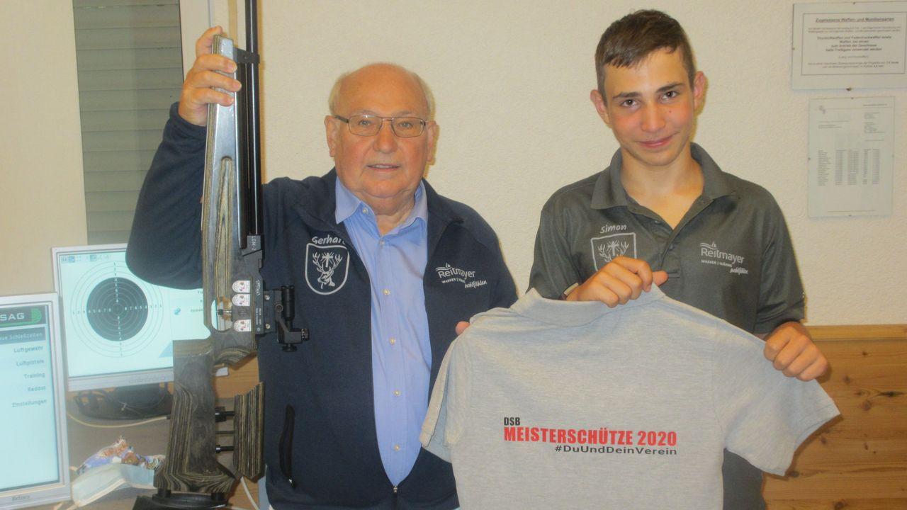 Foto: DSB / Machten auch mit beim Meisterschützen: Gerhard Furnier, DSB-Vizepräsident Sport, und sein Enkel Simon.